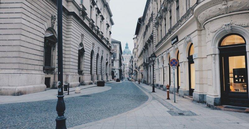 La via dei negozi a Budapest